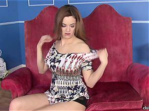 Jayden Cole thrusts her frigs deep in her moist crevasse
