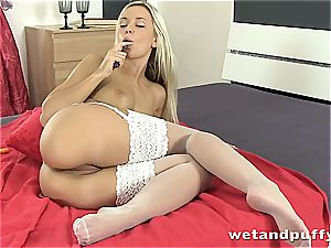 Dido angel super hot in milky stockings