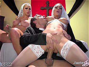 JessicaJaymes- Mick smashes Jessica and Nikki ideal rump