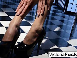 Victoria white likes to flash off