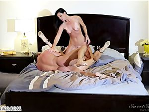 Veronica Avluv and India Summer - My dear husband, you want to try my friend's cooter