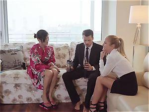 LosConsoladores - platinum-blonde wifey in FFM hotwife threesome