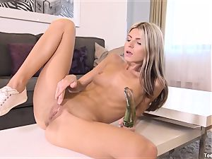Finger drilling Gina Gerson With plaything