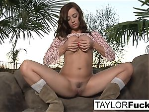 Taylor Vixen Gets A lil' Country