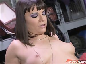Dana DeArmond gets her cool cock-squeezing cooter ate and toyed with