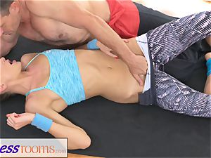 FitnessRooms Ivana Sugar full assets and twat spread